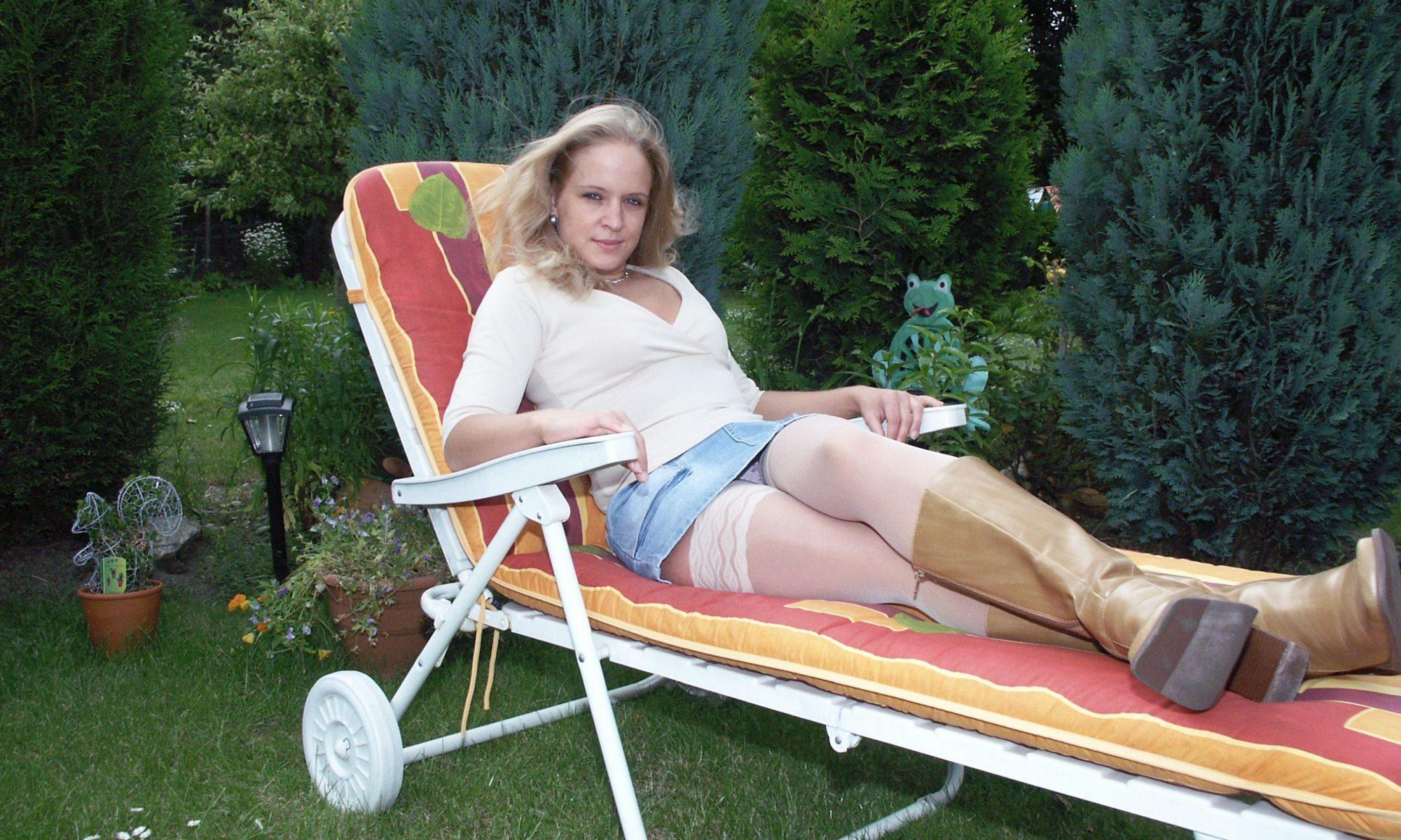 Blonde Sie will erotische Freundschaften finden